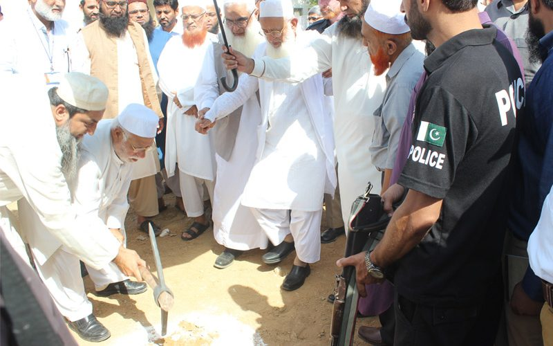 Ground Breakink Ceremony By Mufti Taqi Usmani
